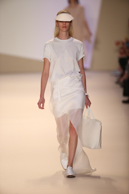 akris-paris-fashion-week-spring-summer-2015-runway-10
