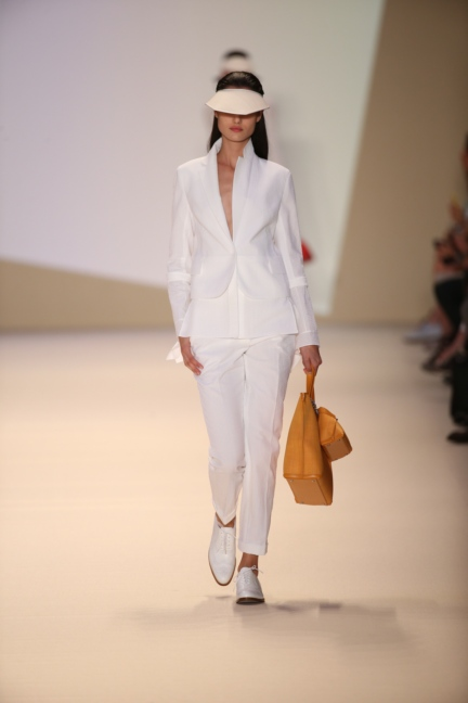 akris-paris-fashion-week-spring-summer-2015-runway-27