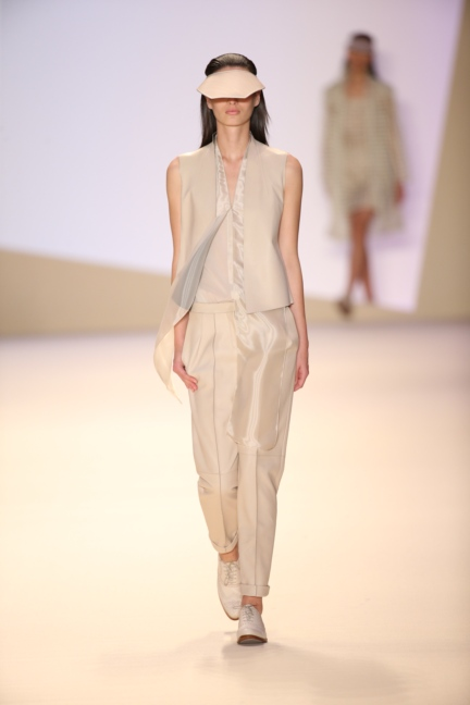 akris-paris-fashion-week-spring-summer-2015-runway-42