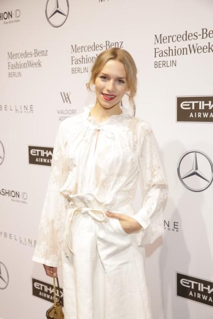 aw-2017_fashion-week-berlin_de_0171_julia-dietze_69344