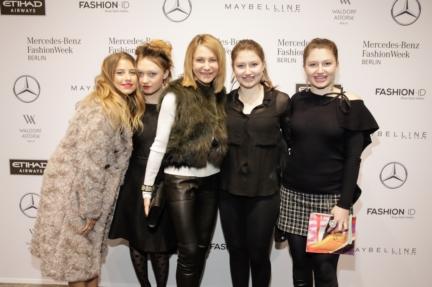 aw-2017_fashion-week-berlin_de_0305_kimberly-emerson-mit-ihren-tochtern-cathy-hummels_69373