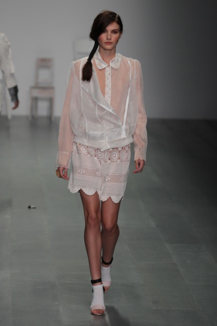 bora-aksu-london-fashion-week-spring-summer-2015-14