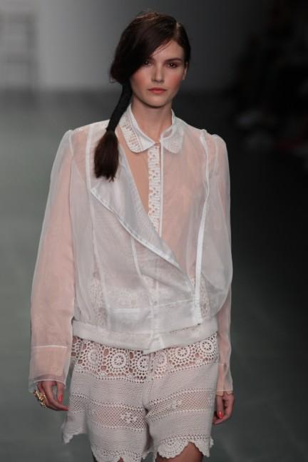 bora-aksu-london-fashion-week-spring-summer-2015-15