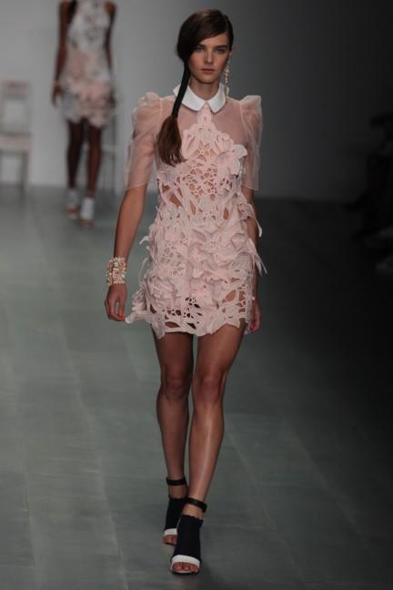 bora-aksu-london-fashion-week-spring-summer-2015-30