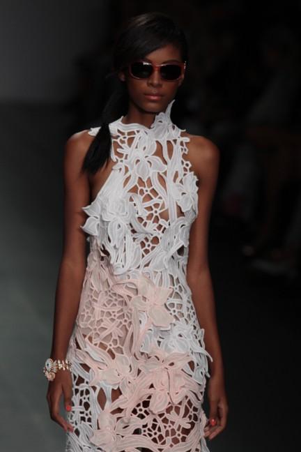 bora-aksu-london-fashion-week-spring-summer-2015-33