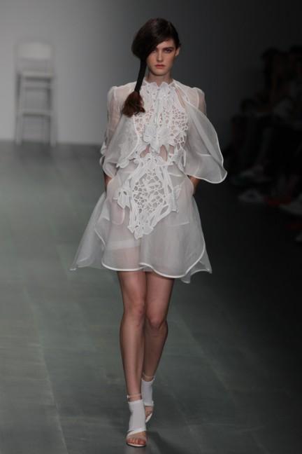 bora-aksu-london-fashion-week-spring-summer-2015-34