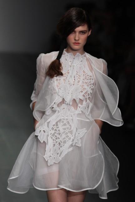 bora-aksu-london-fashion-week-spring-summer-2015-35