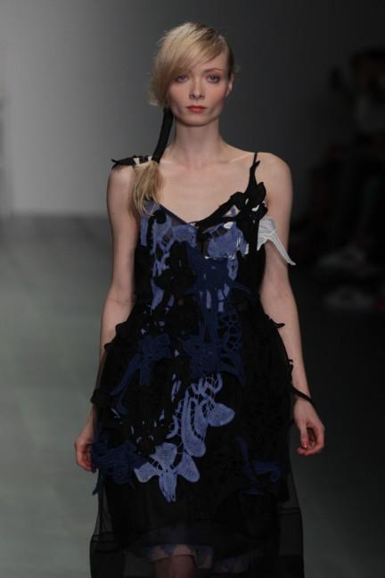 bora-aksu-london-fashion-week-spring-summer-2015-53