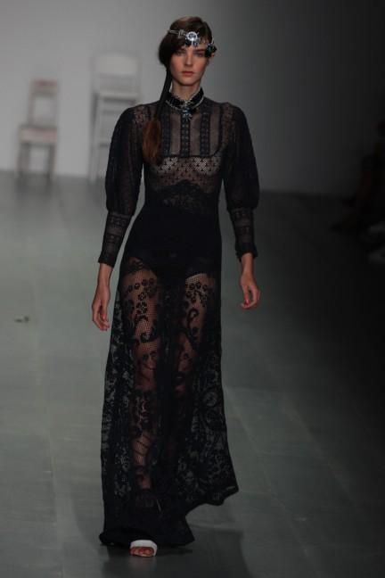 bora-aksu-london-fashion-week-spring-summer-2015-56