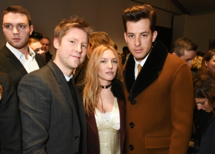 christopher-bailey-mark-ronson-and-josephine-de-la-baume-backstage-at-the-burberry-menswear-january-2016-show