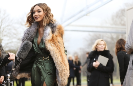 jourdan-dunn-wearing-burberry-at-the-burberry-menswear-january-2016-show-2