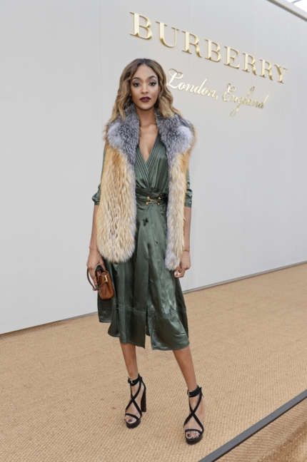 jourdan-dunn-wearing-burberry-at-the-burberry-menswear-january-2016-show