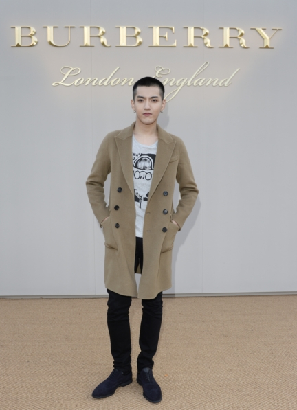 kris-wu-wearing-burberry-at-the-burberry-menswear-january-2016-show