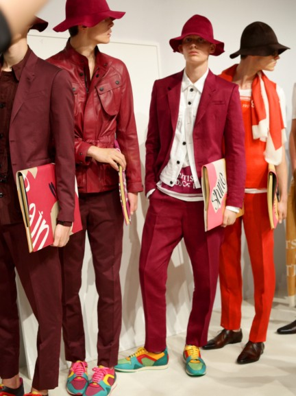 backstage-at-the-burberry-prorsum-menswear-spring-summer-2015-sho_001