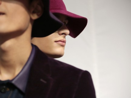 backstage-at-the-burberry-prorsum-menswear-spring-summer-2015-sho_006