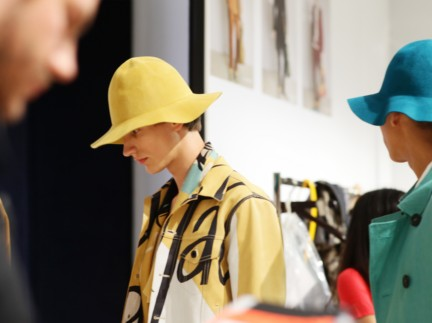 backstage-at-the-burberry-prorsum-menswear-spring-summer-2015-sho_011
