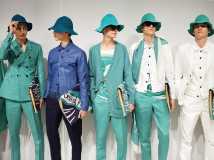 backstage-at-the-burberry-prorsum-menswear-spring-summer-2015-sho_014