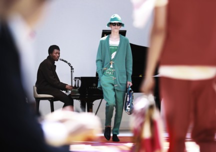 benjamin-clementine-performing-live-at-the-burberry-prorsum-menswear-spring-summer-2015-sho_001