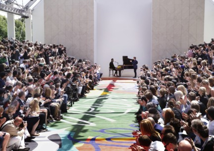 benjamin-clementine-performing-live-at-the-burberry-prorsum-menswear-spring-summer-2015-sho_002