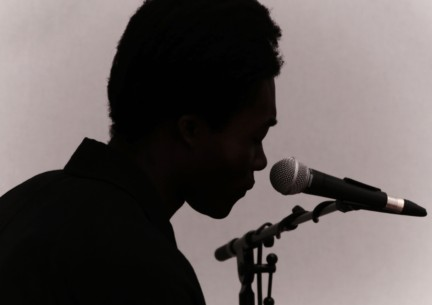 benjamin-clementine-performing-live-at-the-burberry-prorsum-menswear-spring-summer-2015-sho_003