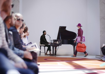 benjamin-clementine-performing-live-at-the-burberry-prorsum-menswear-spring-summer-2015-sho_005