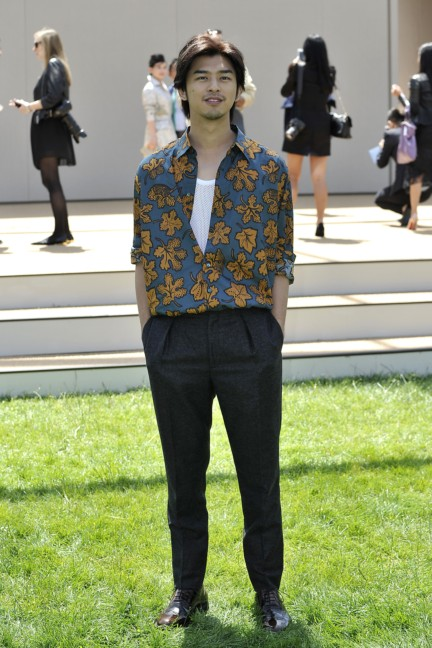 bolin-chen-wearing-burberry-at-the-burberry-prorsum-menswear-spring-summer-2015-show