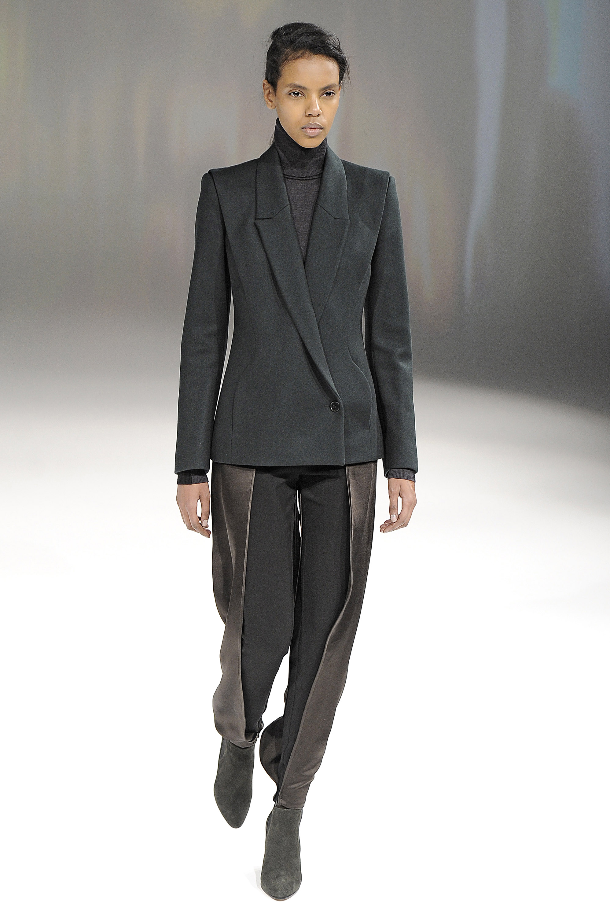Hussein Chalayan Autumn Winter 2013 Paris Fashion Week Copyright Catwalking.com 'One Time Only' Publication Editorial Use Only