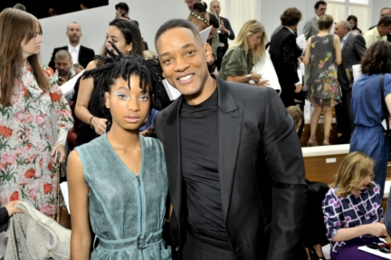 02_fw-2016-17-haute-couture-show_celebrities-pictures-by-stephane-feugere_willow-smith-and-will-smith