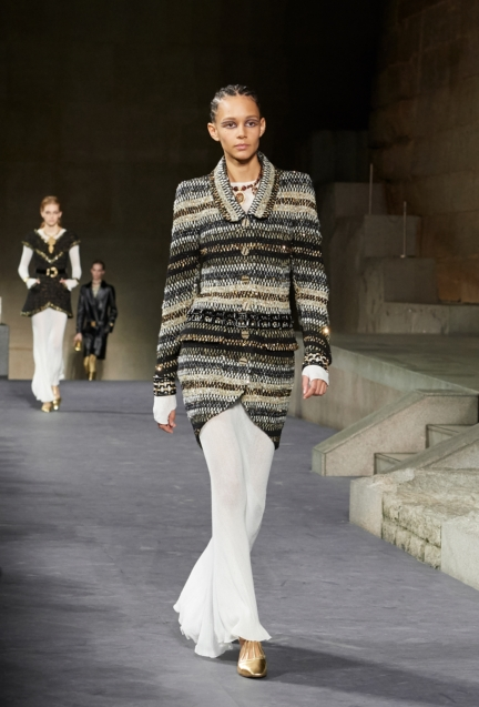 21_the_paris-new_york_2018-19_metiers_d_art_collection_look_21
