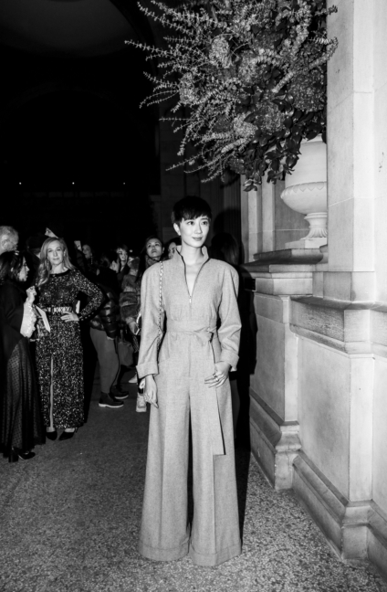 27_gwei_lun_mei_at_the_paris_new_york_metiers_dart_show