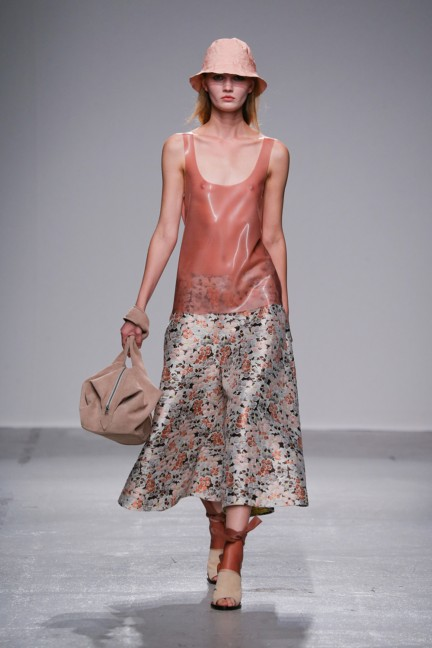 christian-wijnants-paris-fashion-week-spring-summer-2015-runway-39