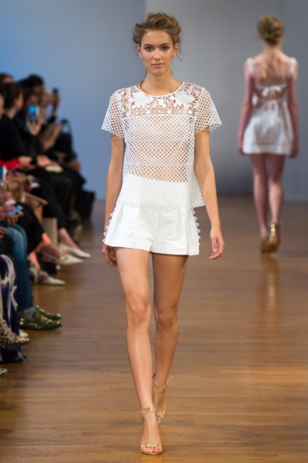pfw-ss14-collette-dinnigan-catwalk-002