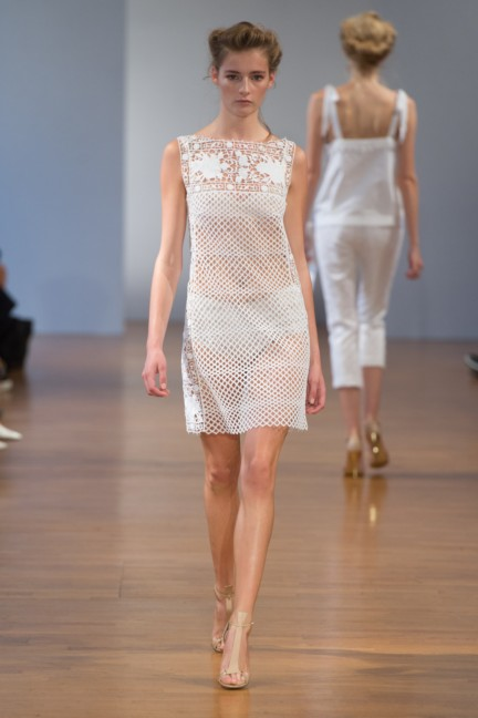 pfw-ss14-collette-dinnigan-catwalk-004