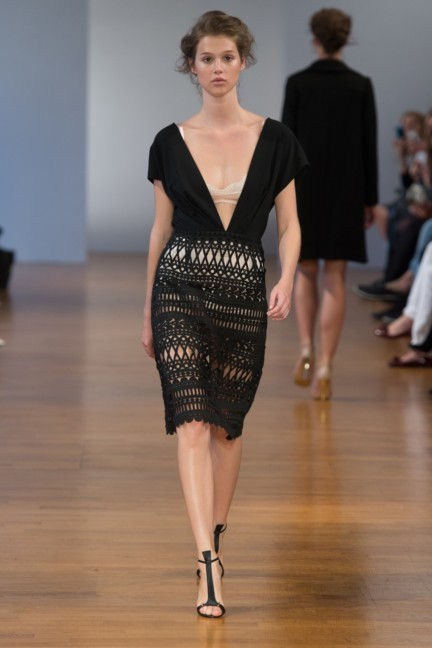 pfw-ss14-collette-dinnigan-catwalk-011