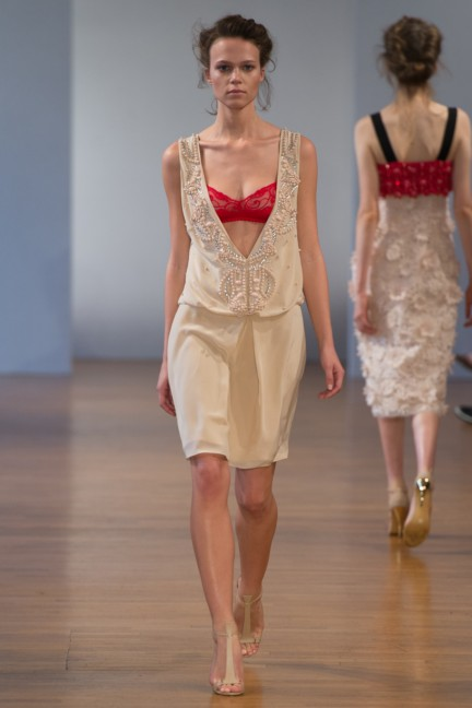 pfw-ss14-collette-dinnigan-catwalk-022