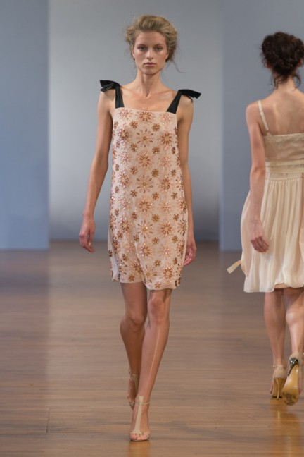 pfw-ss14-collette-dinnigan-catwalk-024