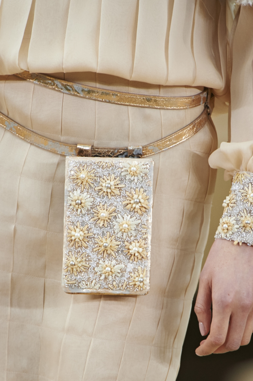 chanel-haute-couture-spring-summer-2016-details-17