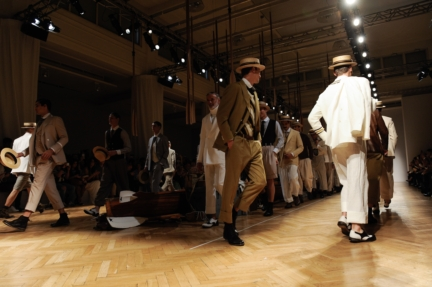 daks-milan-mens-ss-18-atmosphere-27