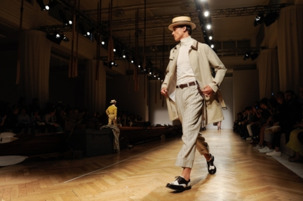 daks-milan-mens-ss-18-atmosphere-3
