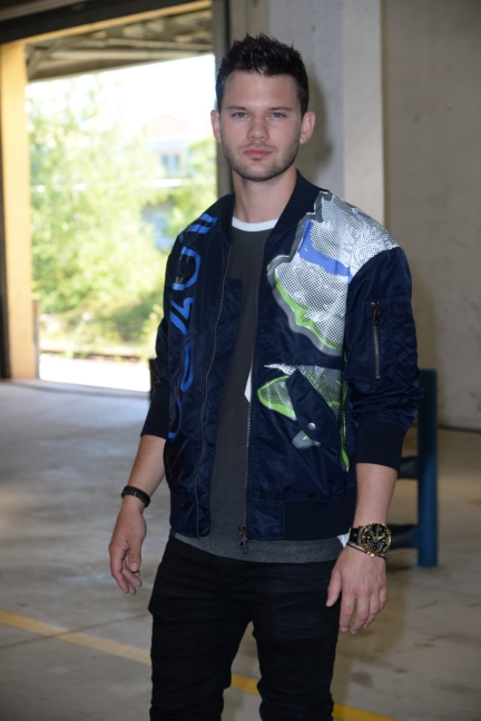 jeremy-irvine-attends-the-diesel-black-gold-ss17-menswear-show-as-part-of-milan-menswear-fashion-week-2