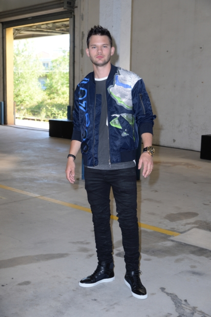 jeremy-irvine-attends-the-diesel-black-gold-ss17-menswear-show-as-part-of-milan-menswear-fashion-week