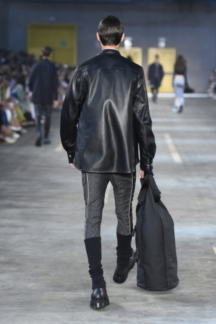 diesel-black-gold-milan-mens-ss-18-runway-back-13
