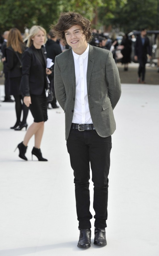harry-styles-wearing-burberry-at-burberry-prorsum-spring-summer-2013-show