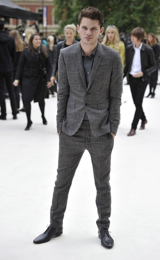 jeremy-irvine-wearing-burberry-at-the-burberry-prorsum-show