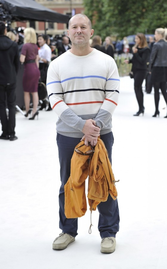 sir-jonathan-ive-at-the-burberry-prorsum-spring-summer-2013-show