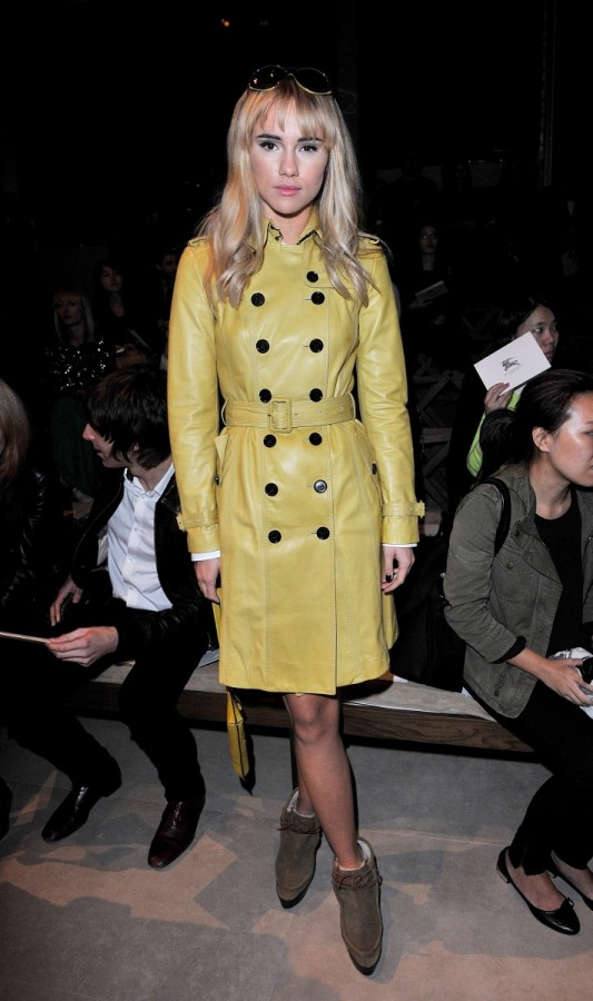 suki-waterhouse-wearing-burberry-at-the-burberry-prorsum-spring-summer-2013-show