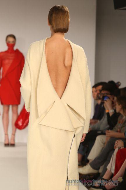 graduate-fashion-week-2014-international-catwalk-competition-16