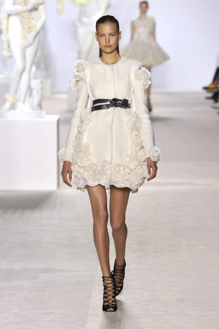giambattista-valli-haute-couture-aw13-look-01
