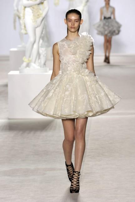 giambattista-valli-haute-couture-aw13-look-02