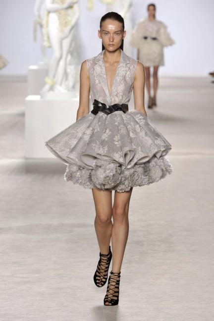 giambattista-valli-haute-couture-aw13-look-03